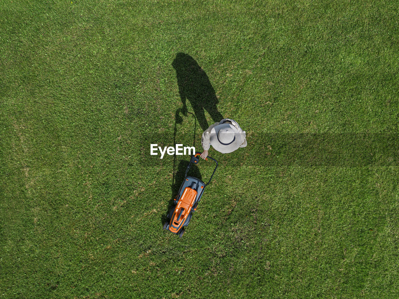 HIGH ANGLE VIEW OF PERSON ON FIELD