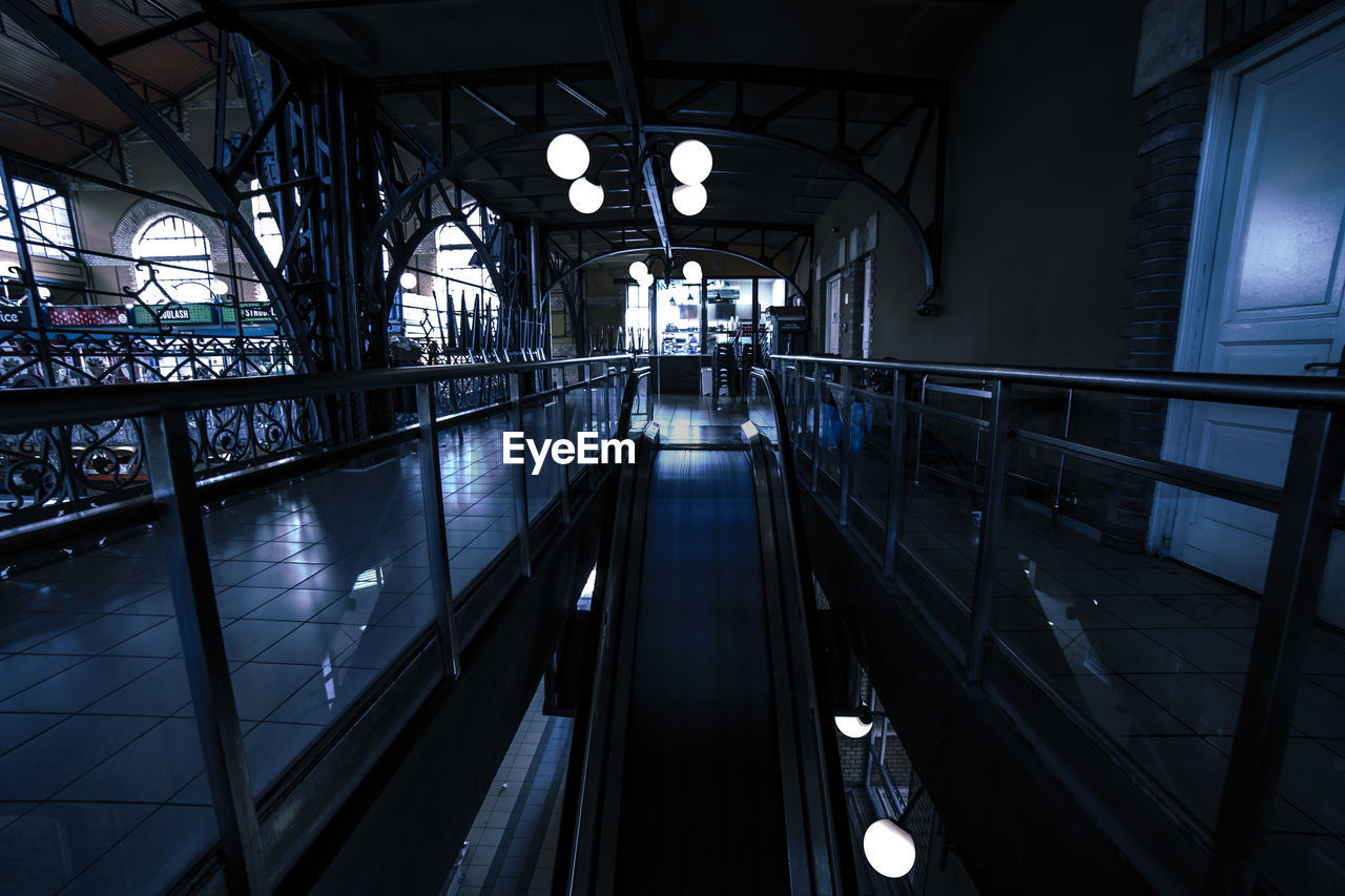 railing, built structure, architecture, indoors, transportation, connection, the way forward, illuminated, direction, day, bridge, no people, bridge - man made structure, diminishing perspective, window, lighting equipment, ceiling, glass - material, moving walkway