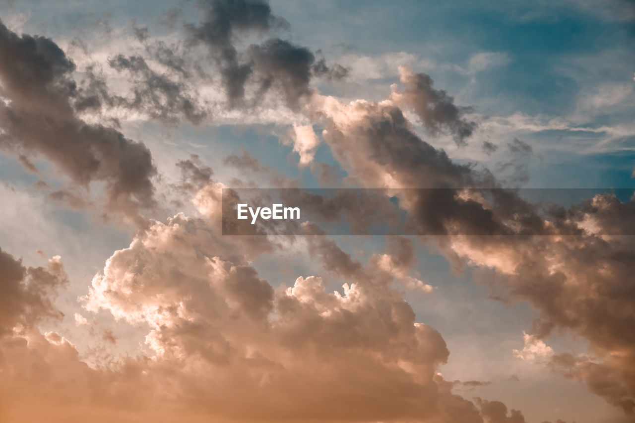 cloud - sky, sky, beauty in nature, scenics - nature, tranquility, low angle view, sunset, tranquil scene, idyllic, no people, nature, outdoors, orange color, backgrounds, cloudscape, dramatic sky, full frame, sunlight, non-urban scene, meteorology