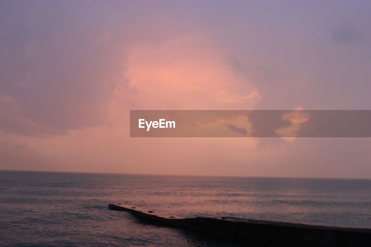 sky, sea, water, horizon over water, horizon, cloud - sky, sunset, scenics - nature, beauty in nature, tranquil scene, tranquility, nature, no people, idyllic, land, outdoors, motion, beach, dusk