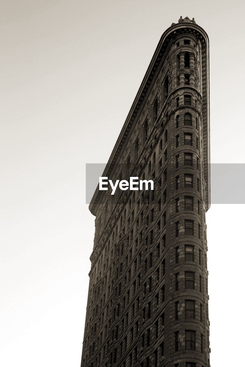 architecture, low angle view, built structure, building exterior, tower, skyscraper, no people, tall, clear sky, outdoors, day, sky, city