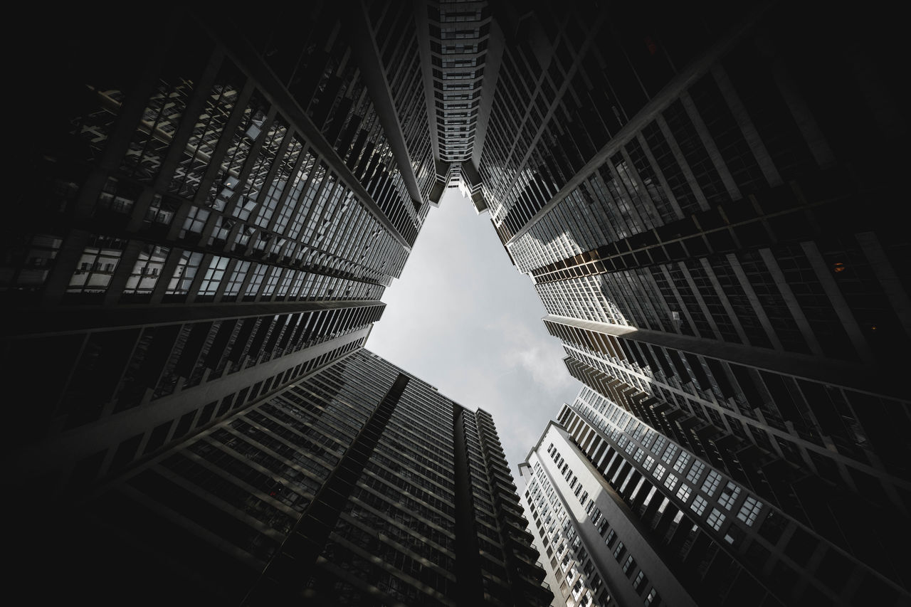 building exterior, architecture, built structure, building, low angle view, city, office building exterior, tall - high, sky, no people, office, skyscraper, modern, tower, directly below, nature, outdoors, day, pattern, reflection, financial district