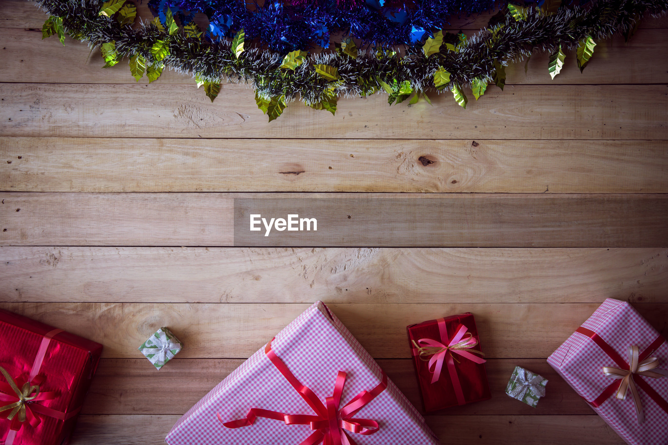 HIGH ANGLE VIEW OF CHRISTMAS DECORATIONS ON TABLE AGAINST TREE