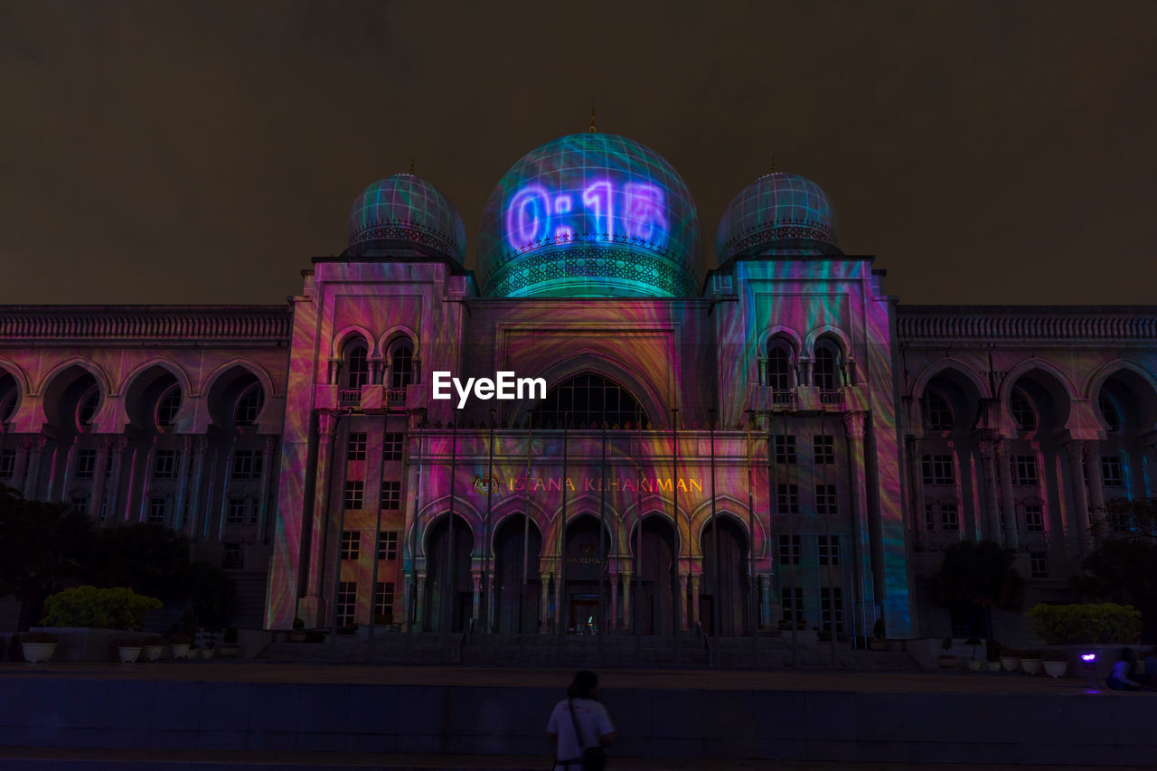 architecture, arch, built structure, building exterior, illuminated, night, real people, sky, indoors