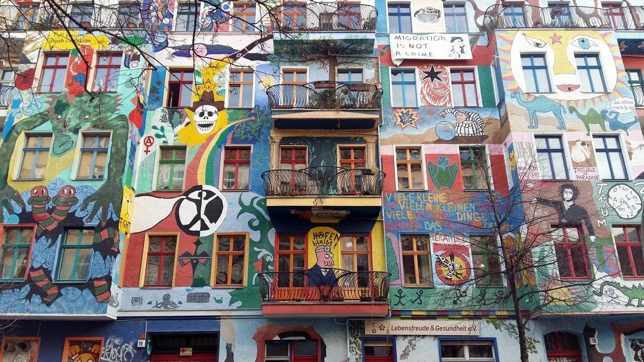 building exterior, built structure, multi colored, architecture, communication, no people, building, graffiti, city, text, residential district, day, creativity, art and craft, outdoors, full frame, window, representation, variation, choice