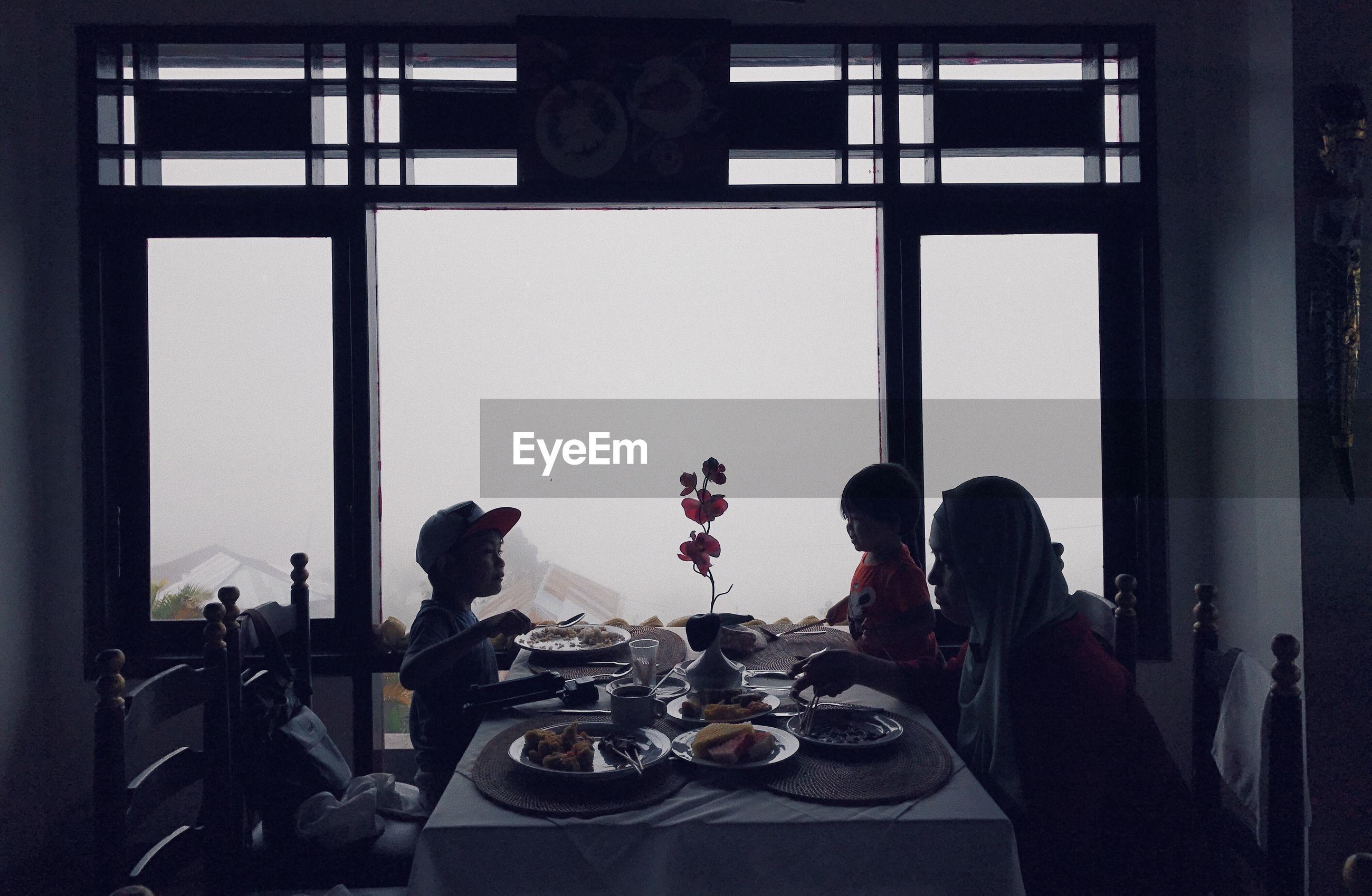 Family doing lunch in restaurant