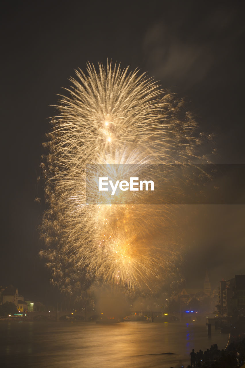 firework display, night, exploding, celebration, illuminated, firework - man made object, long exposure, motion, arts culture and entertainment, glowing, blurred motion, sky, event, low angle view, no people, firework, outdoors