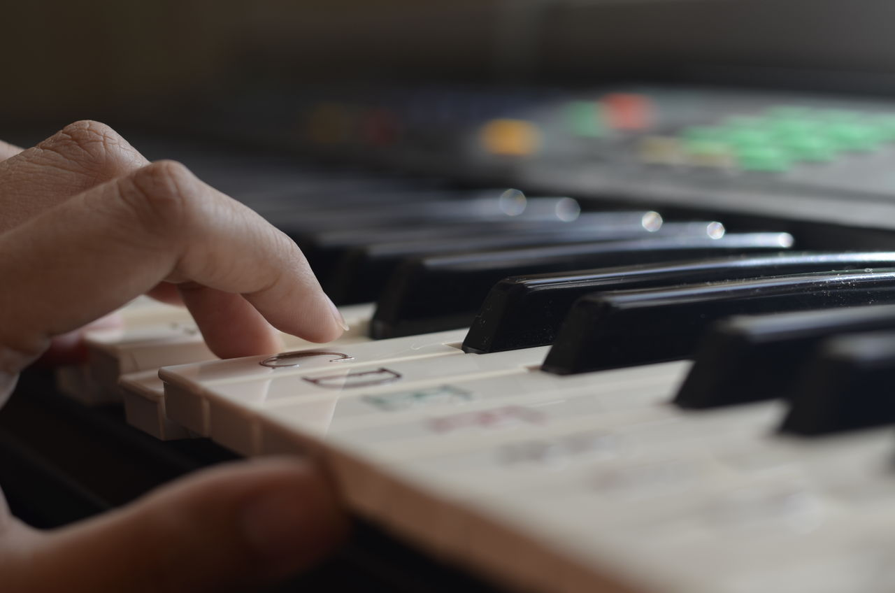 human hand, hand, human body part, one person, music, finger, human finger, selective focus, musical equipment, indoors, unrecognizable person, real people, body part, musical instrument, arts culture and entertainment, piano, close-up, lifestyles, leisure activity, keyboard, piano key, mixing