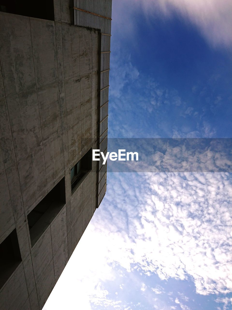 LOW ANGLE VIEW OF BUILDING AGAINST THE SKY