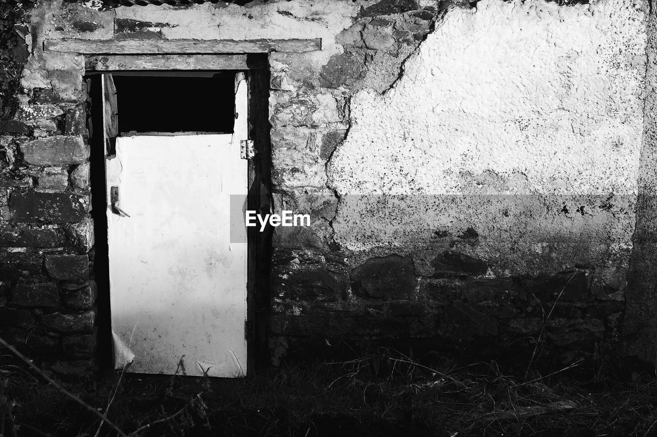 architecture, door, built structure, window, day, no people, abandoned, outdoors, building exterior, open door, close-up