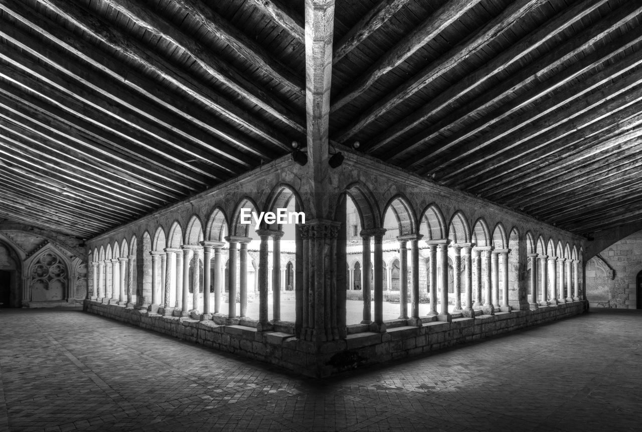 architecture, built structure, window, indoors, building, architectural column, no people, arch, day, the past, ceiling, in a row, history, old, symmetry, place of worship, pattern, domestic room, religion, gothic style, ornate, colonnade