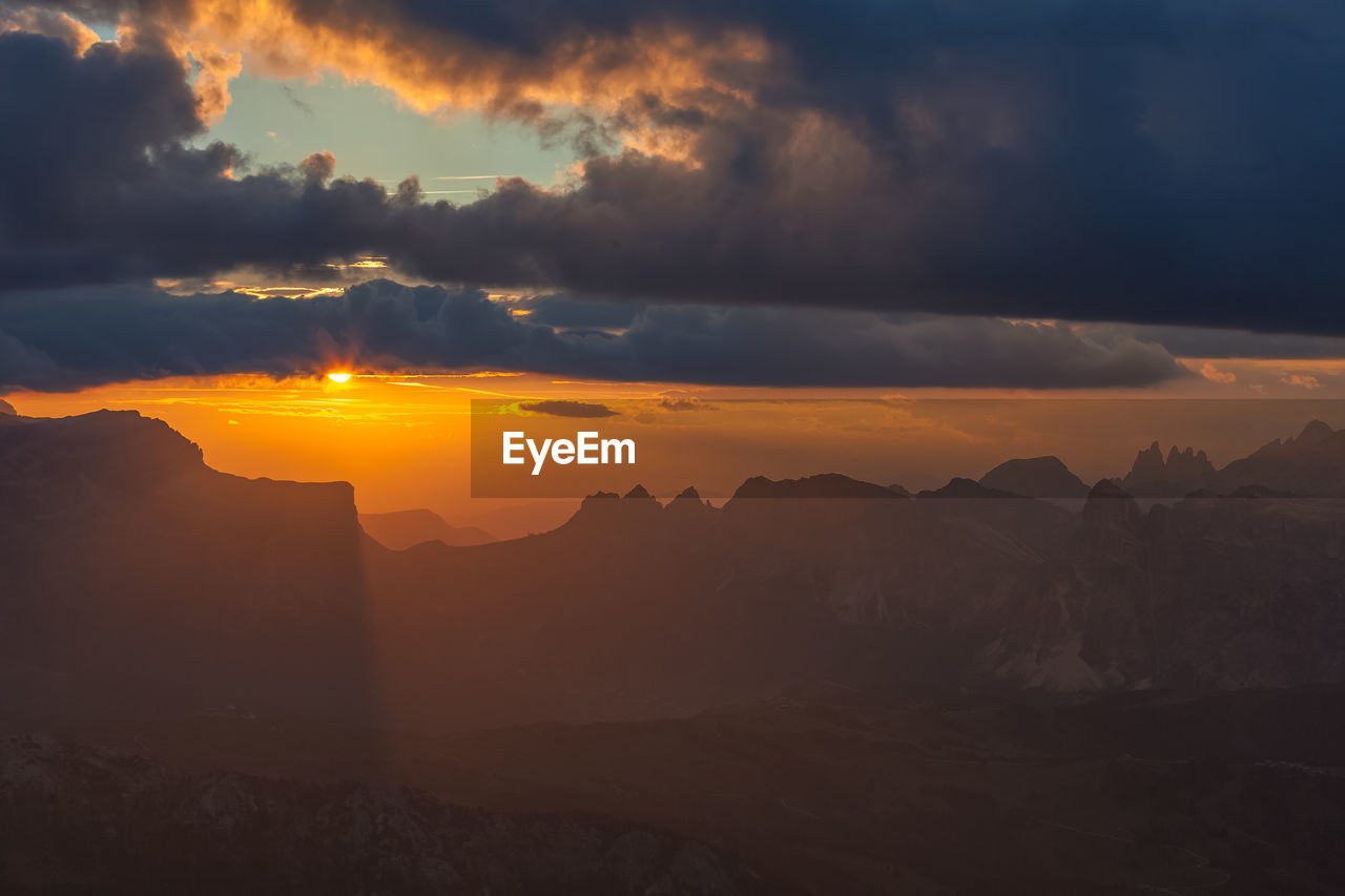 sunset, sky, beauty in nature, cloud - sky, scenics - nature, mountain, tranquility, tranquil scene, non-urban scene, orange color, mountain range, idyllic, environment, nature, sun, landscape, no people, sunlight, physical geography, outdoors, mountain peak