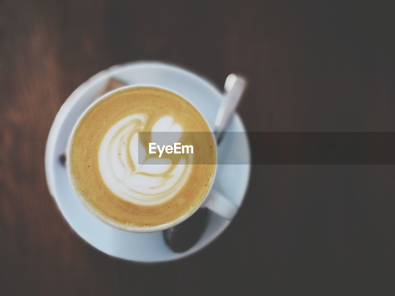 coffee, coffee - drink, coffee cup, refreshment, food and drink, drink, cup, still life, mug, frothy drink, froth art, hot drink, saucer, crockery, indoors, cappuccino, table, freshness, creativity, close-up, no people, latte, non-alcoholic beverage