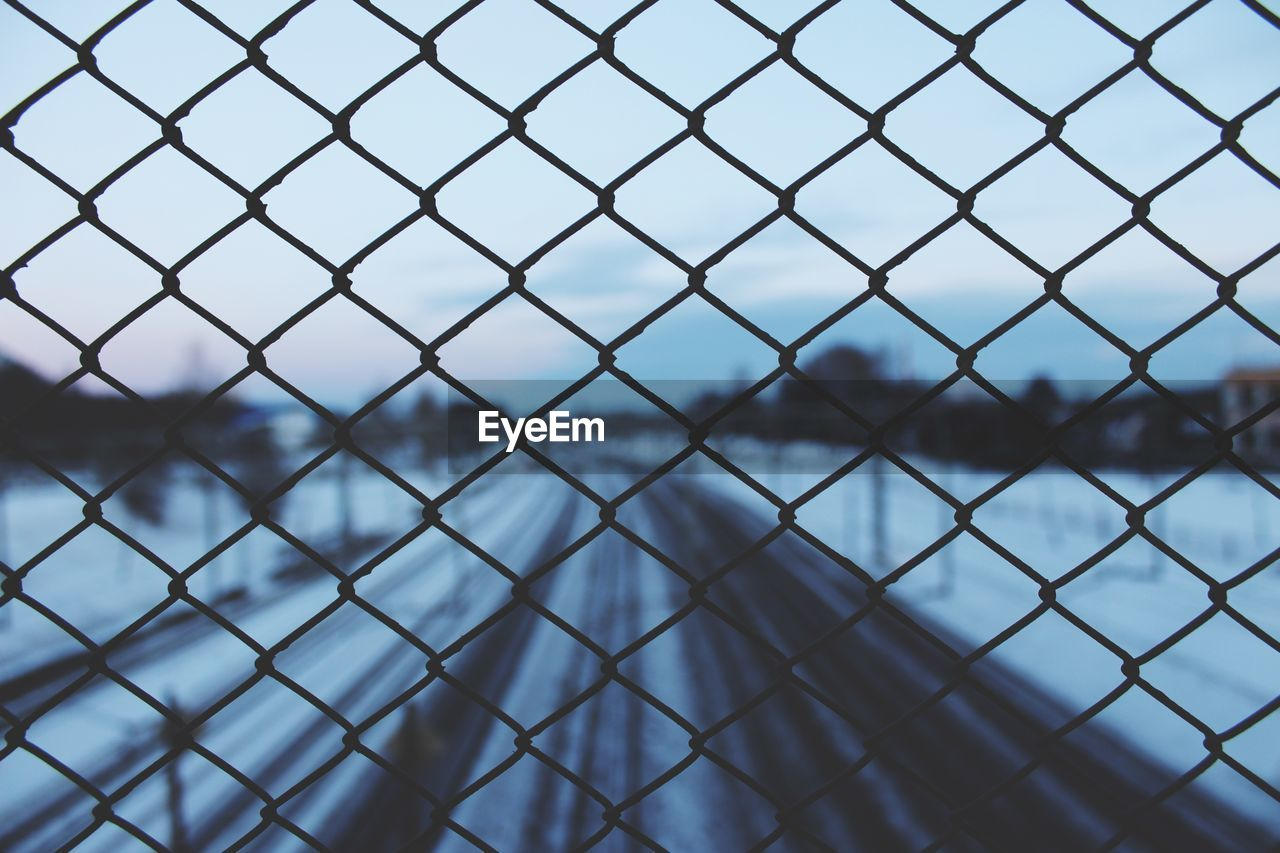 fence, boundary, security, barrier, protection, safety, metal, chainlink fence, no people, backgrounds, focus on foreground, full frame, pattern, close-up, day, nature, outdoors, selective focus, sky, crisscross