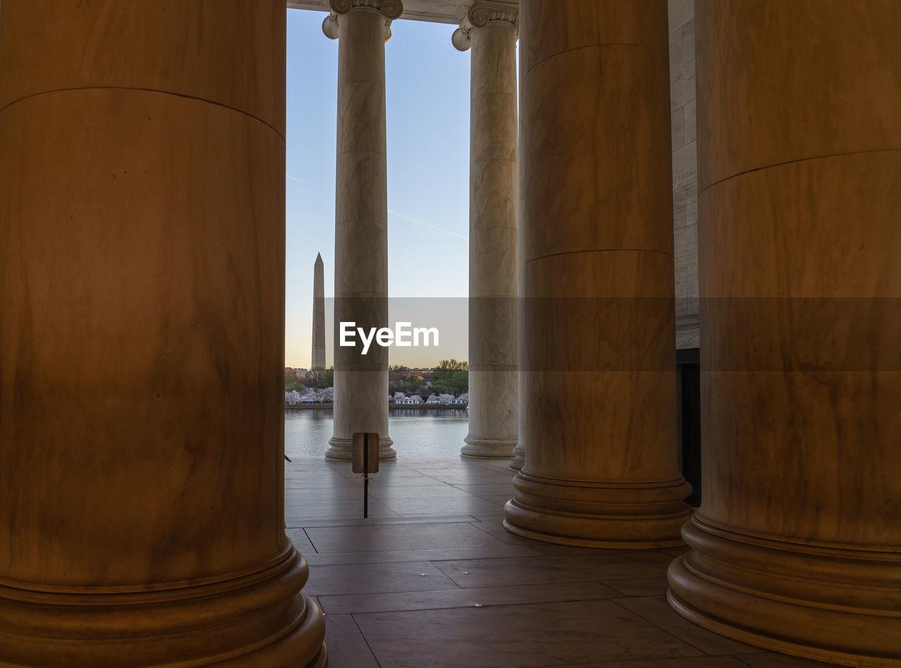 Columns In Lincoln Memorial