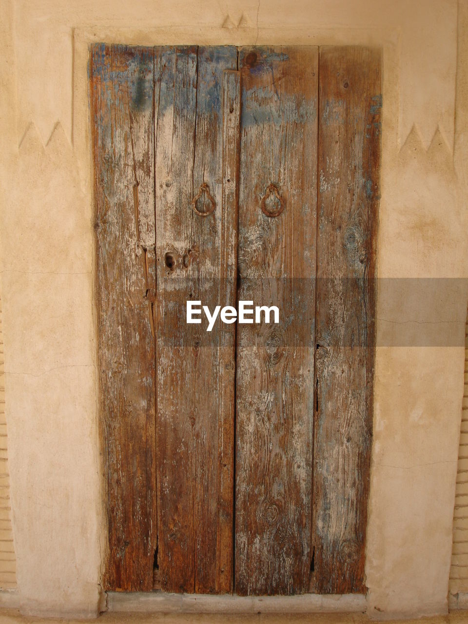 wood - material, no people, entrance, door, brown, architecture, wood, old, indoors, plank, built structure, wall - building feature, backgrounds, weathered, close-up, pattern, safety, textured, closed, security, antique, wood grain, dirty