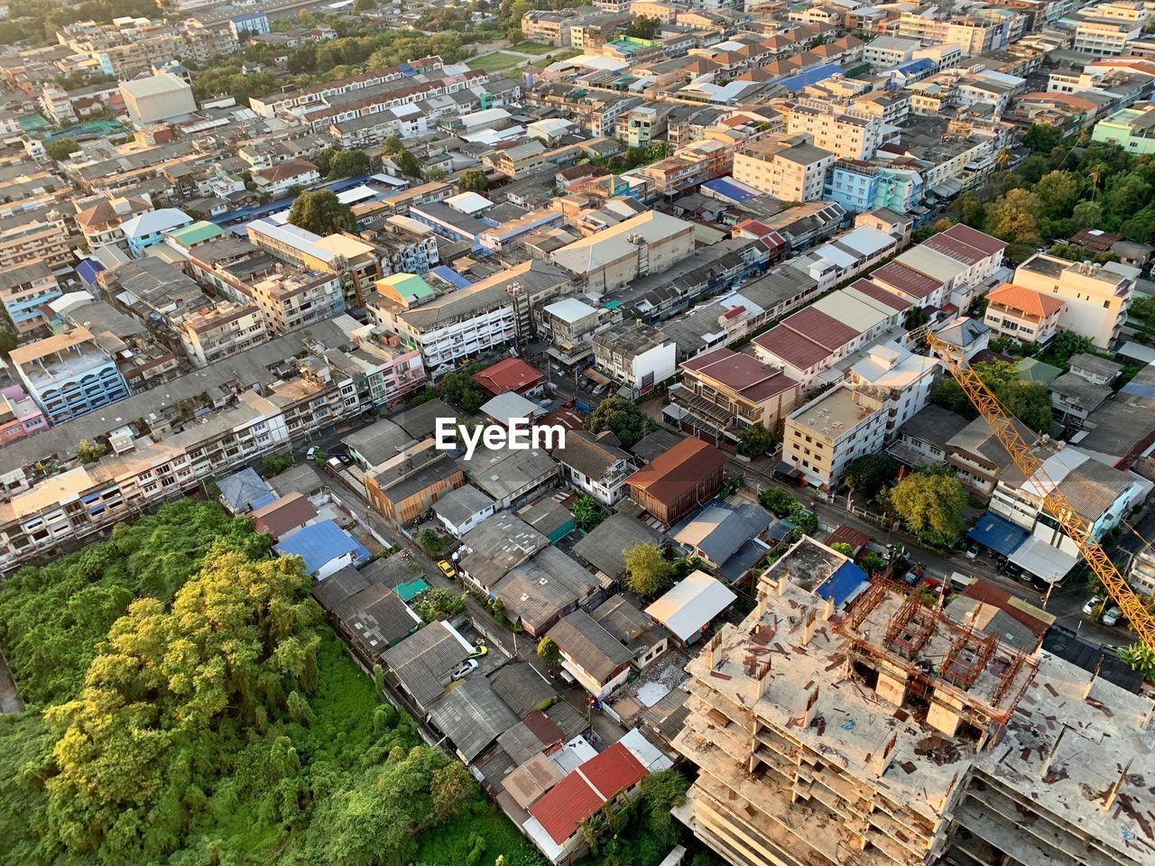 architecture, building exterior, residential district, high angle view, built structure, city, building, day, no people, aerial view, cityscape, plant, roof, nature, tree, outdoors, community, house, townscape, apartment