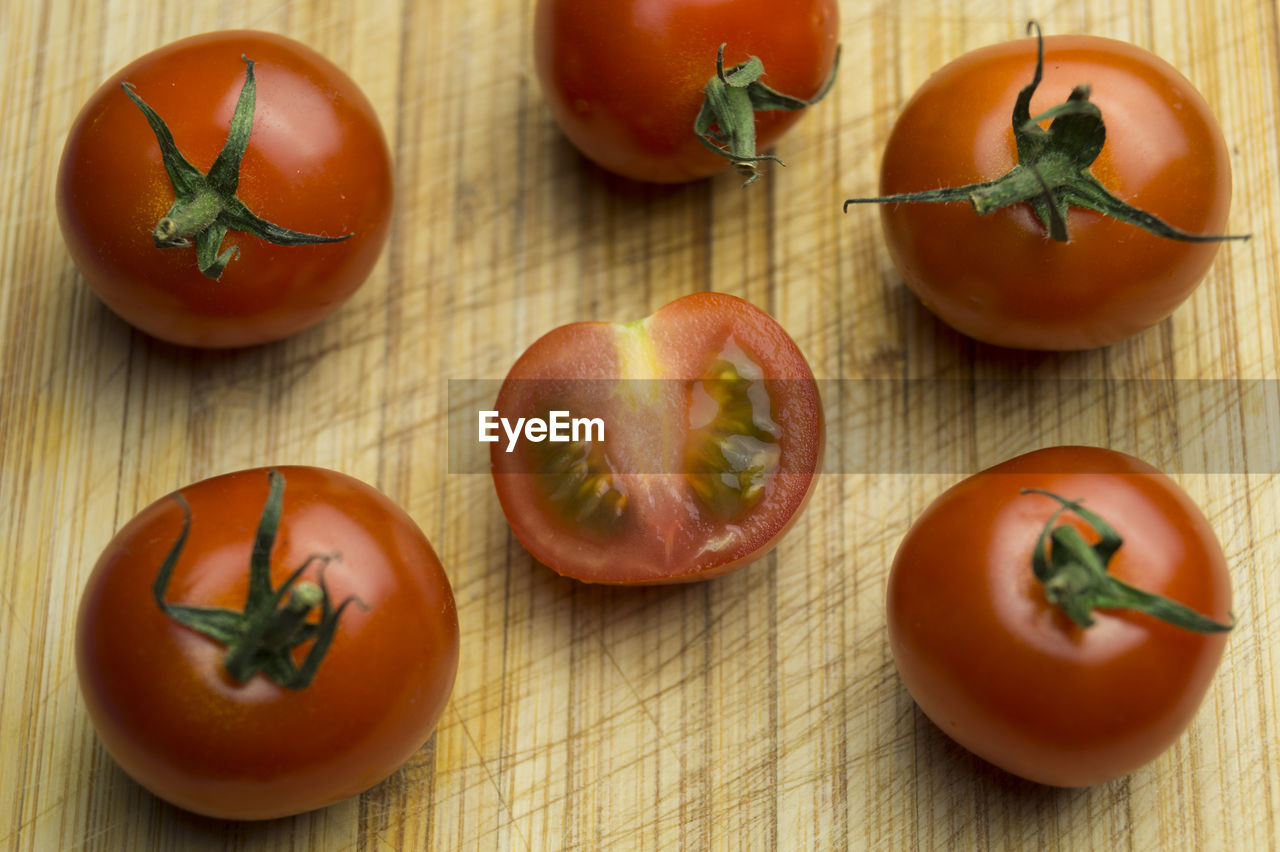 High angle view of fresh tomatoes on cutting board