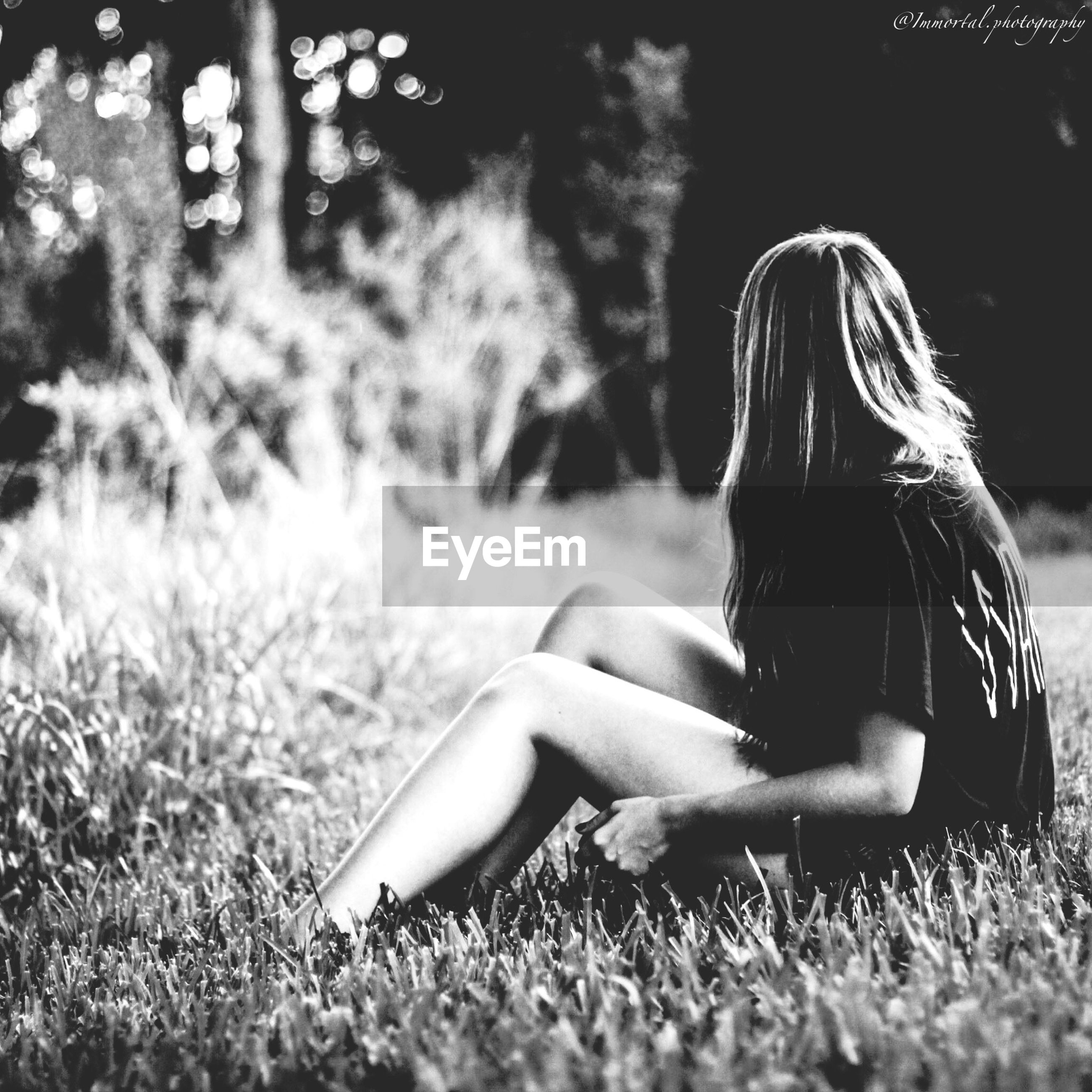 grass, field, lifestyles, grassy, leisure activity, relaxation, young women, sitting, person, young adult, lying down, long hair, casual clothing, park - man made space, nature, side view, sunlight