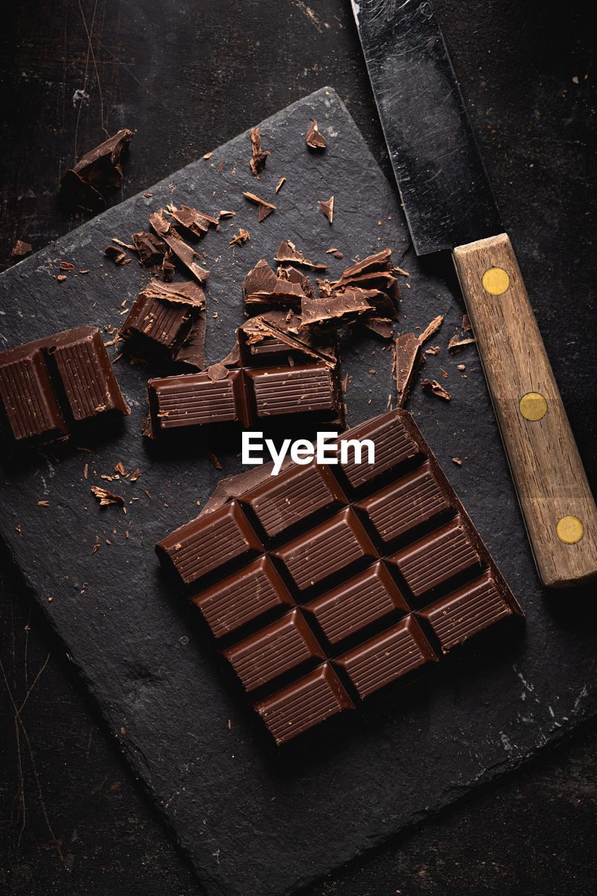 HIGH ANGLE VIEW OF CHOCOLATE COFFEE ON TABLE