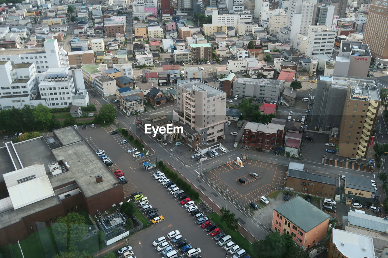 city, building exterior, architecture, built structure, transportation, high angle view, street, car, motor vehicle, road, building, mode of transportation, cityscape, land vehicle, residential district, day, no people, traffic, outdoors, city life