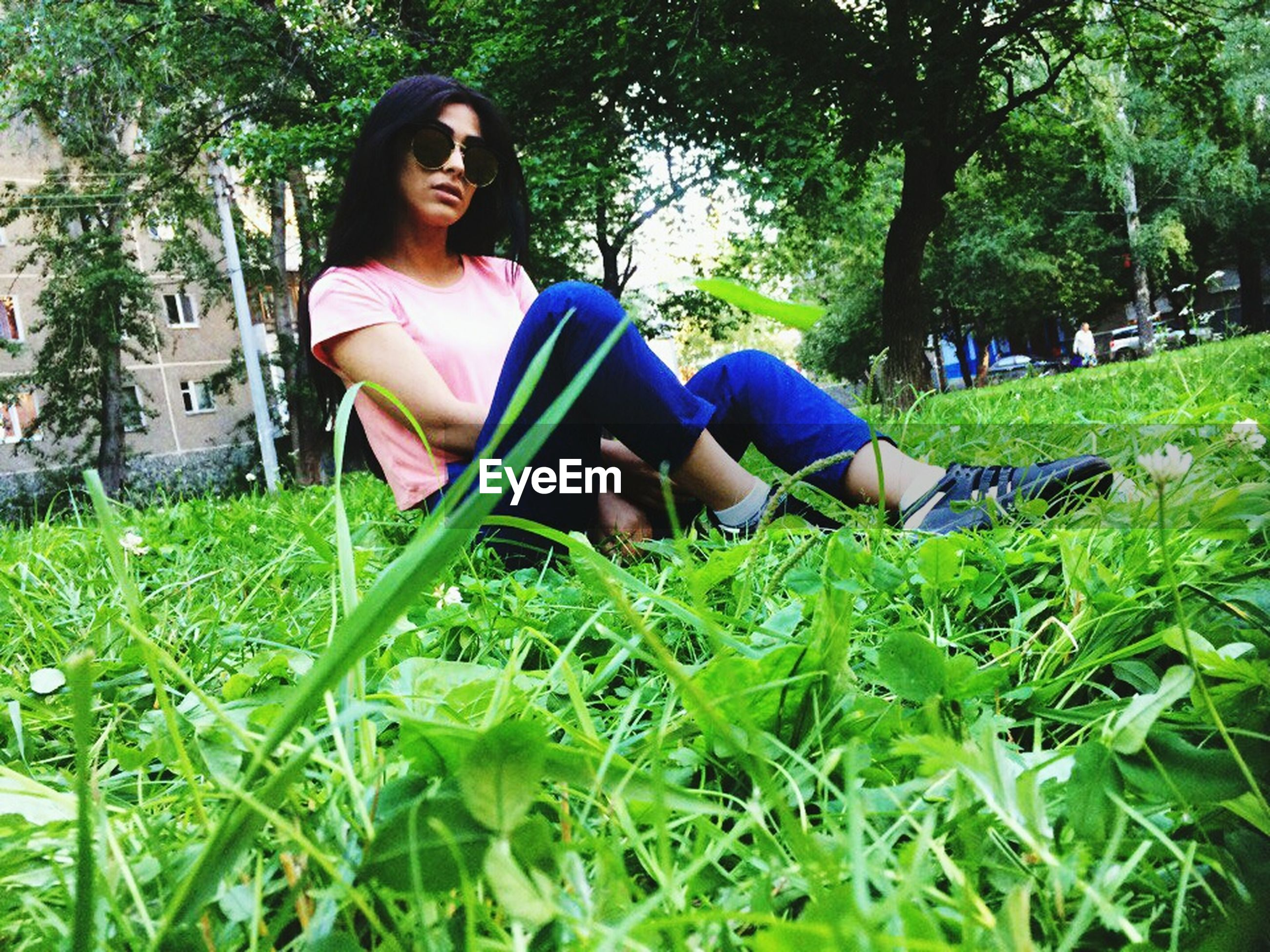 full length, real people, one person, grass, leisure activity, sitting, young adult, young women, beautiful woman, tree, outdoors, lifestyles, relaxation, casual clothing, day, growth, looking at camera, park - man made space, happiness, smiling, portrait, nature, people