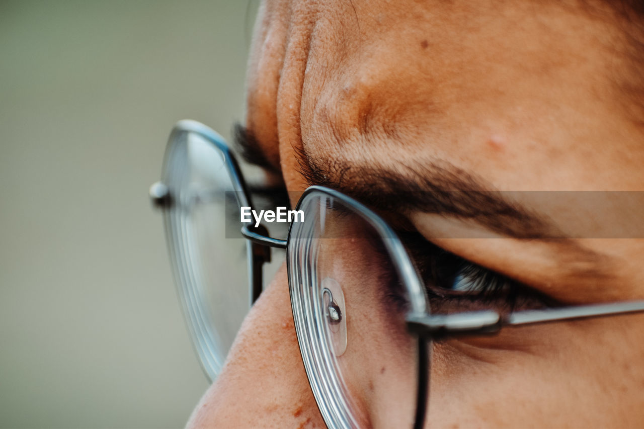 CLOSE-UP PORTRAIT OF MAN WITH EYEGLASSES