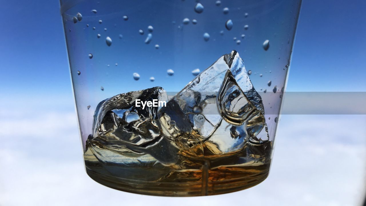 close-up, no people, refreshment, focus on foreground, sky, drop, blue, water, drink, day, outdoors, freshness