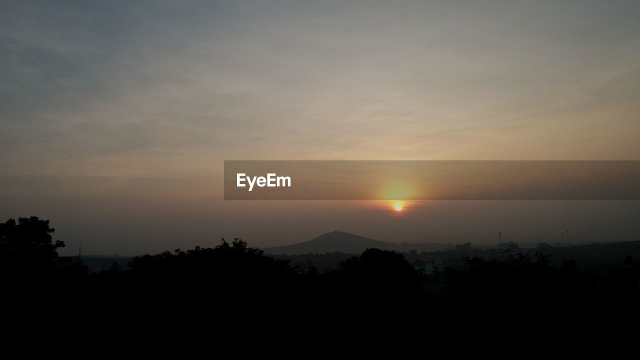 sky, sunset, silhouette, beauty in nature, scenics - nature, tranquility, tranquil scene, cloud - sky, sun, no people, mountain, nature, idyllic, orange color, environment, tree, landscape, non-urban scene, copy space, outdoors, dark