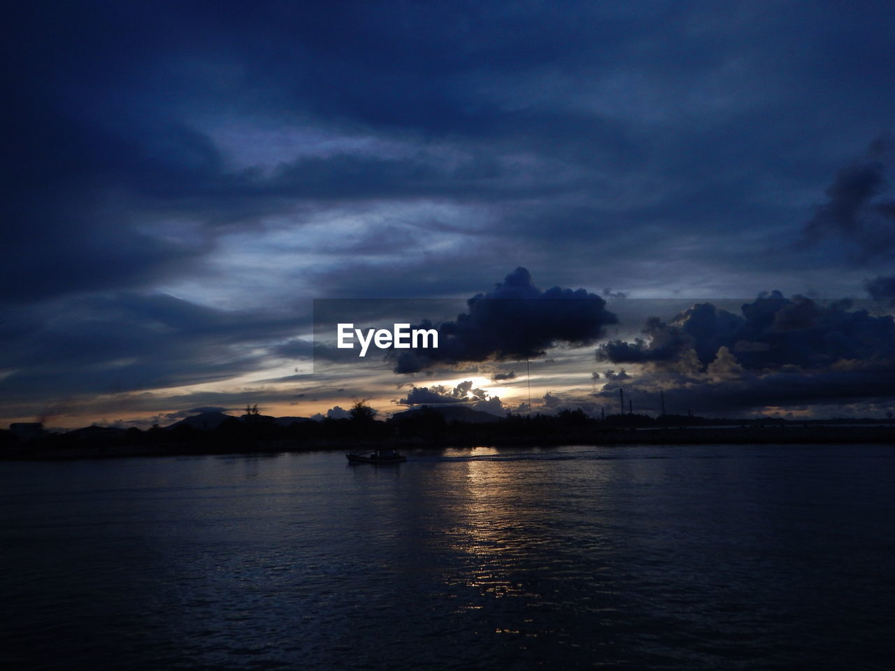 sky, beauty in nature, cloud - sky, water, scenics, nature, tranquility, tranquil scene, dusk, dramatic sky, no people, sunset, sea, waterfront, outdoors, storm cloud, illuminated, day