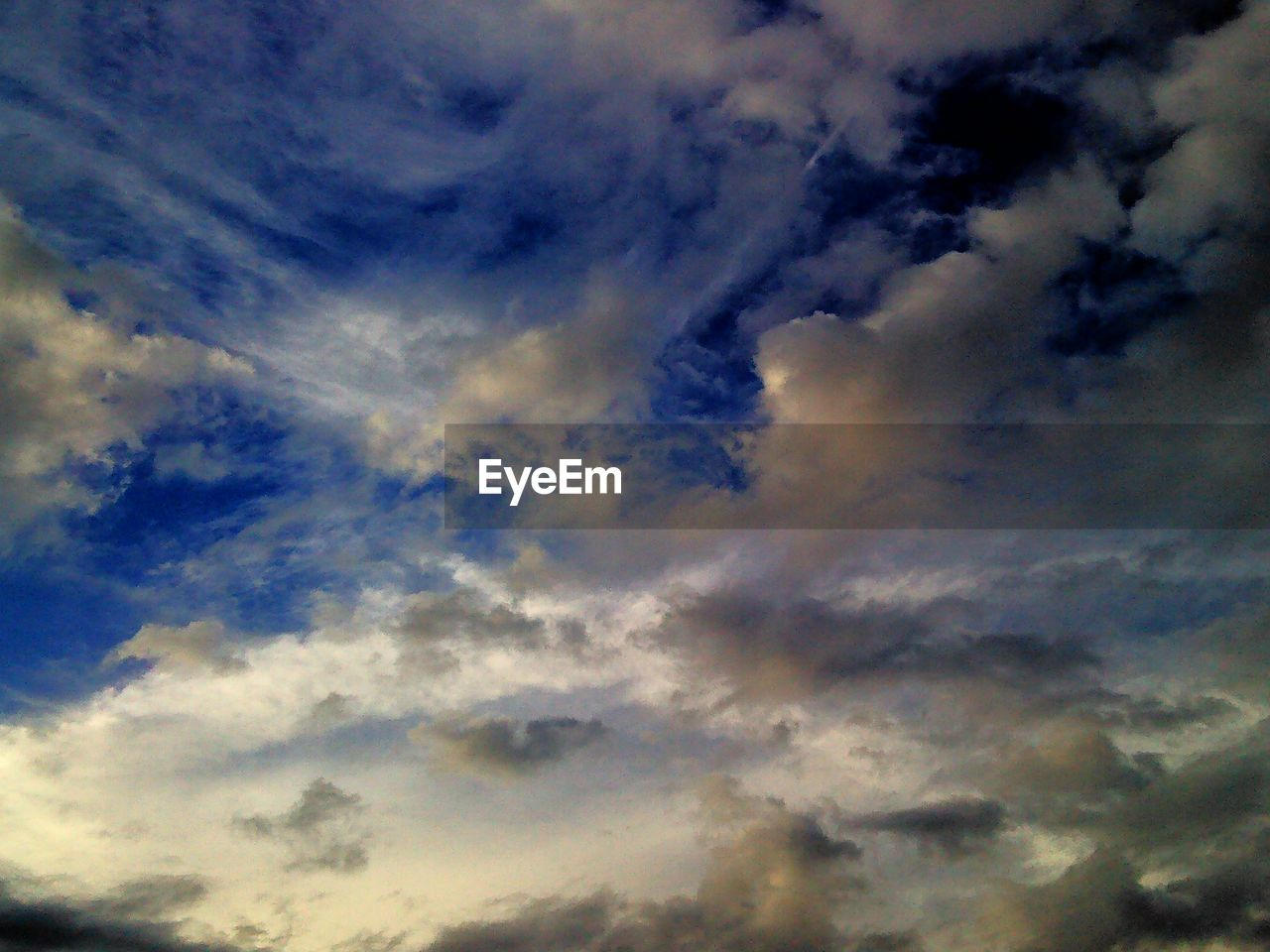 cloud - sky, sky, beauty in nature, nature, low angle view, backgrounds, scenics, cloudscape, majestic, sky only, atmospheric mood, dramatic sky, tranquility, full frame, tranquil scene, no people, weather, awe, outdoors, blue, idyllic, day, sunset, storm cloud