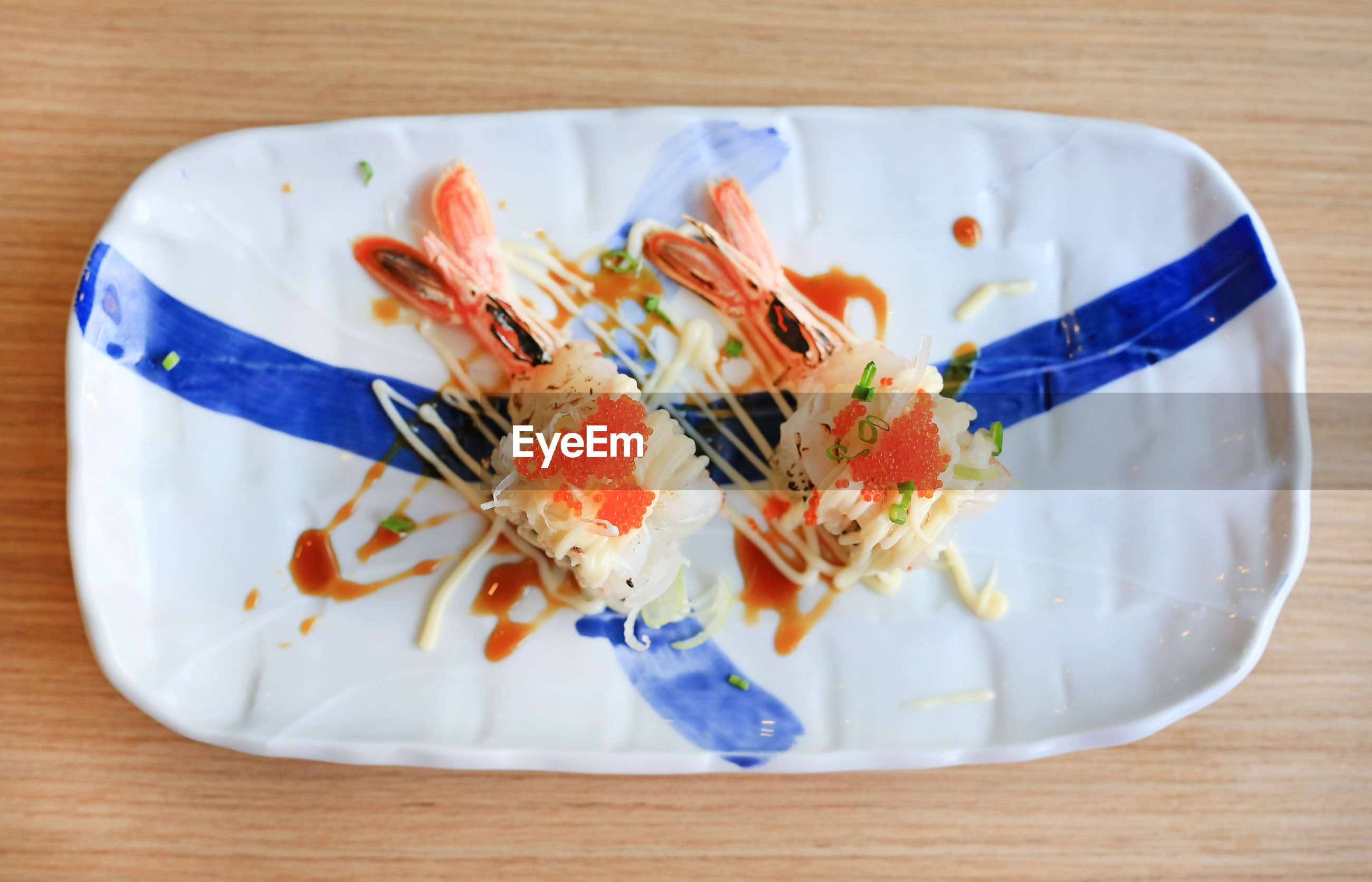 HIGH ANGLE VIEW OF FOOD IN PLATE