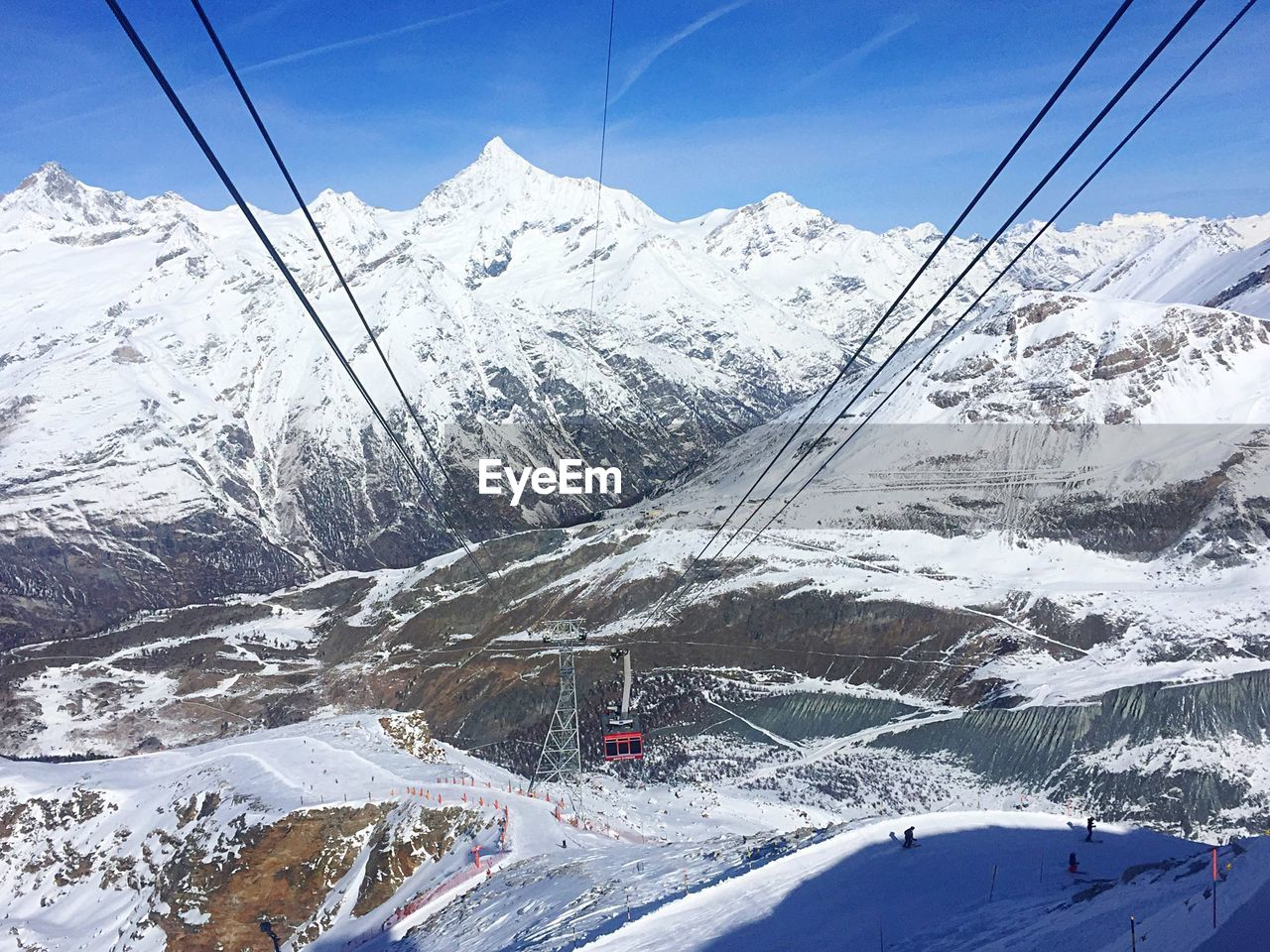 snow, winter, mountain, cold temperature, cable, weather, nature, transportation, snowcapped mountain, mountain range, outdoors, scenics, white color, day, beauty in nature, tranquil scene, frozen, sky, overhead cable car, tranquility, sunlight, landscape, no people, ski lift, range