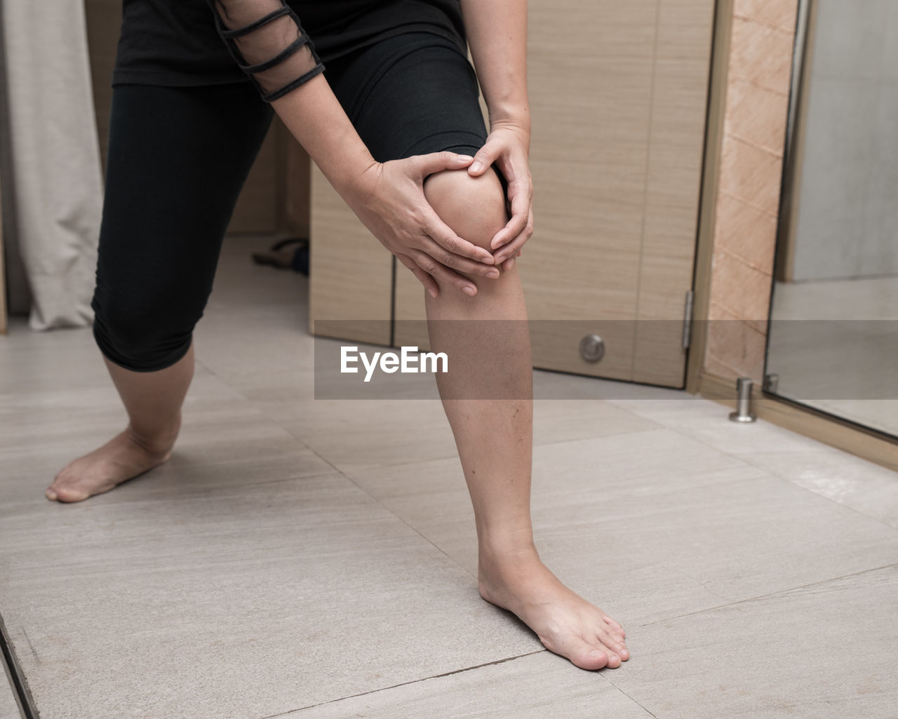 one person, human leg, low section, indoors, human body part, body part, real people, lifestyles, barefoot, ballet, ballet dancer, flooring, women, adult, standing, leisure activity, dancing, healthy lifestyle, practicing, human limb, leg, human foot