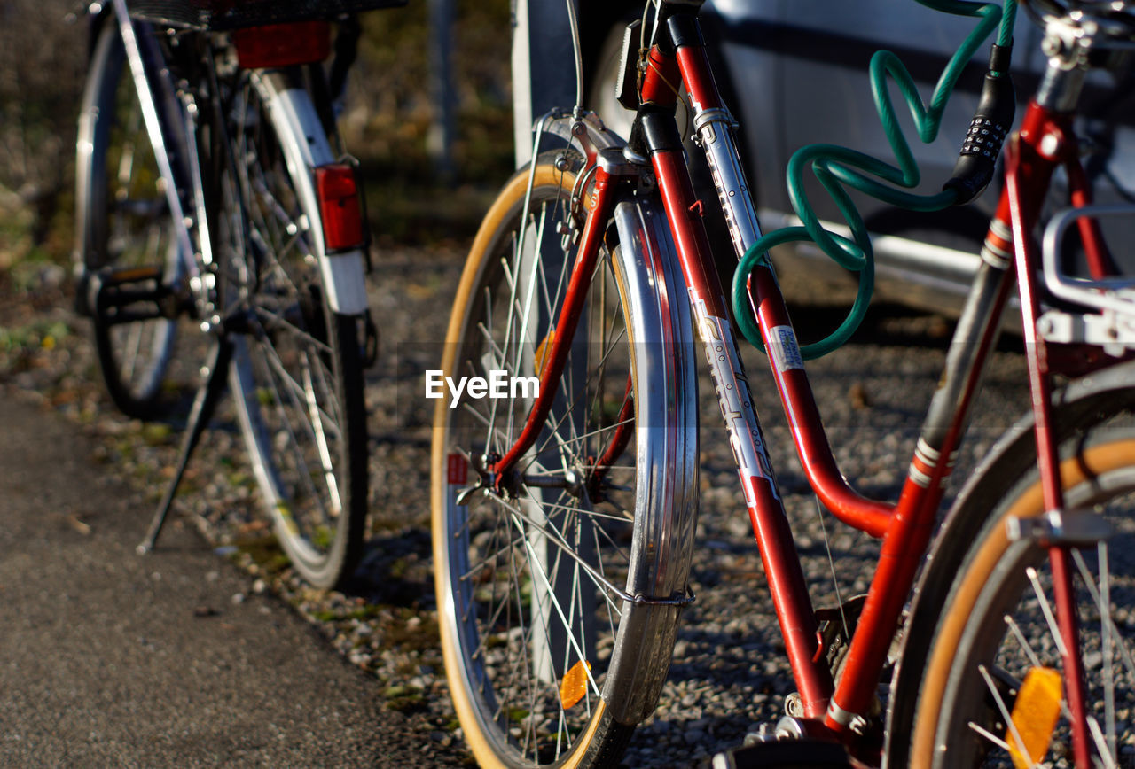 bicycle, land vehicle, transportation, mode of transportation, stationary, no people, day, focus on foreground, wheel, metal, parking, outdoors, city, absence, spoke, street, in a row, architecture, travel, parking lot