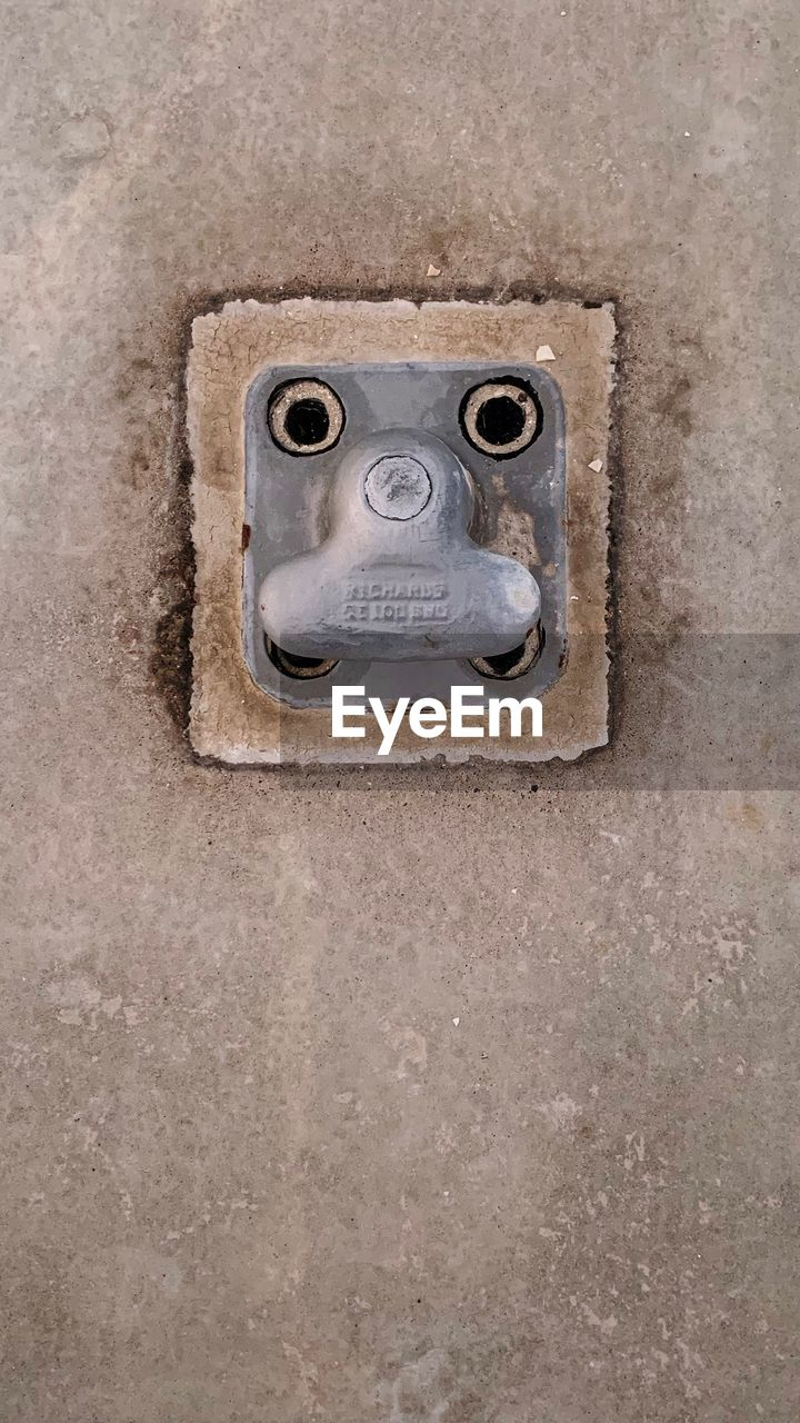 close-up, no people, old, metal, wall - building feature, rusty, face, day, single object, architecture, craft, art and craft, outdoors, anthropomorphic, hole, anthropomorphic face, creativity, backgrounds, control, concrete