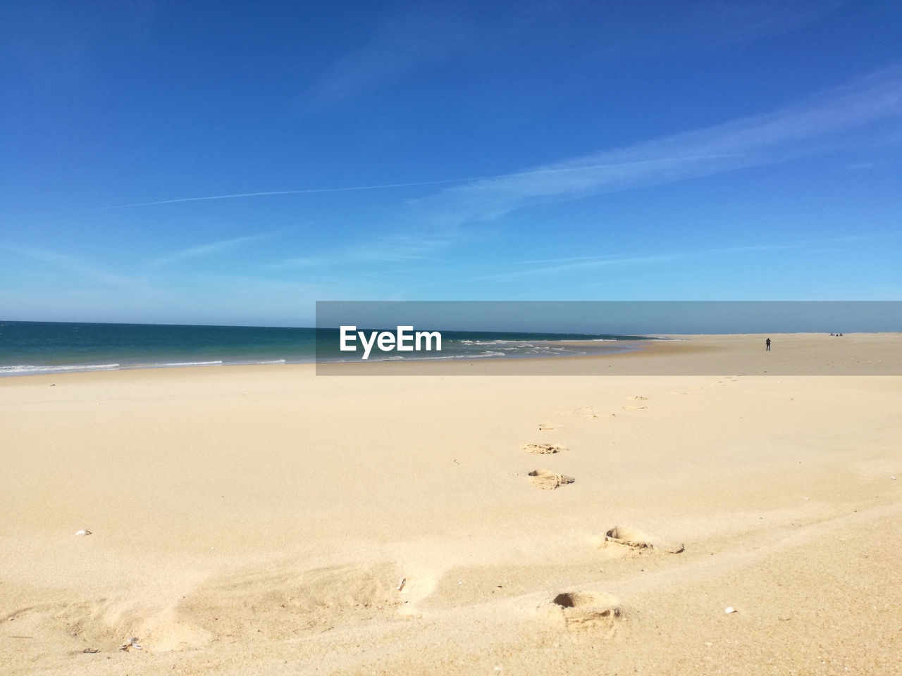 sea, beach, sand, horizon over water, nature, scenics, beauty in nature, tranquility, blue, water, shore, tranquil scene, sky, outdoors, day, no people