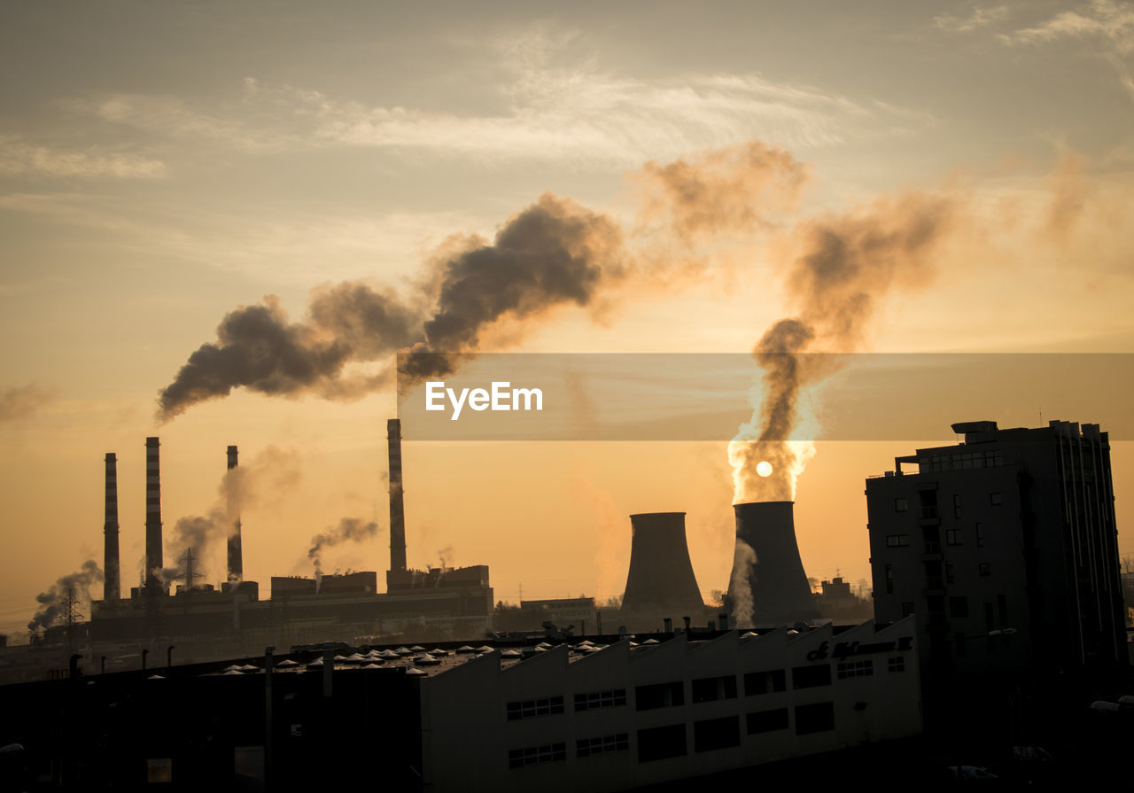 building exterior, pollution, smoke stack, environmental issues, industry, built structure, smoke - physical structure, architecture, sky, factory, environment, sunset, emitting, air pollution, chimney, cloud - sky, nature, no people, fuel and power generation, smoke, outdoors, fumes, atmospheric, ecosystem