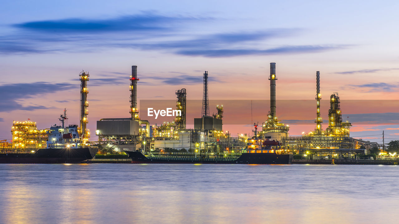 oil industry, refinery, industry, fuel and power generation, gas, oil, petrochemical plant, factory, no people, built structure, smoke stack, oil refinery, distillation, technology, sunset, gasoline, sky, night, water, outdoors, drilling rig