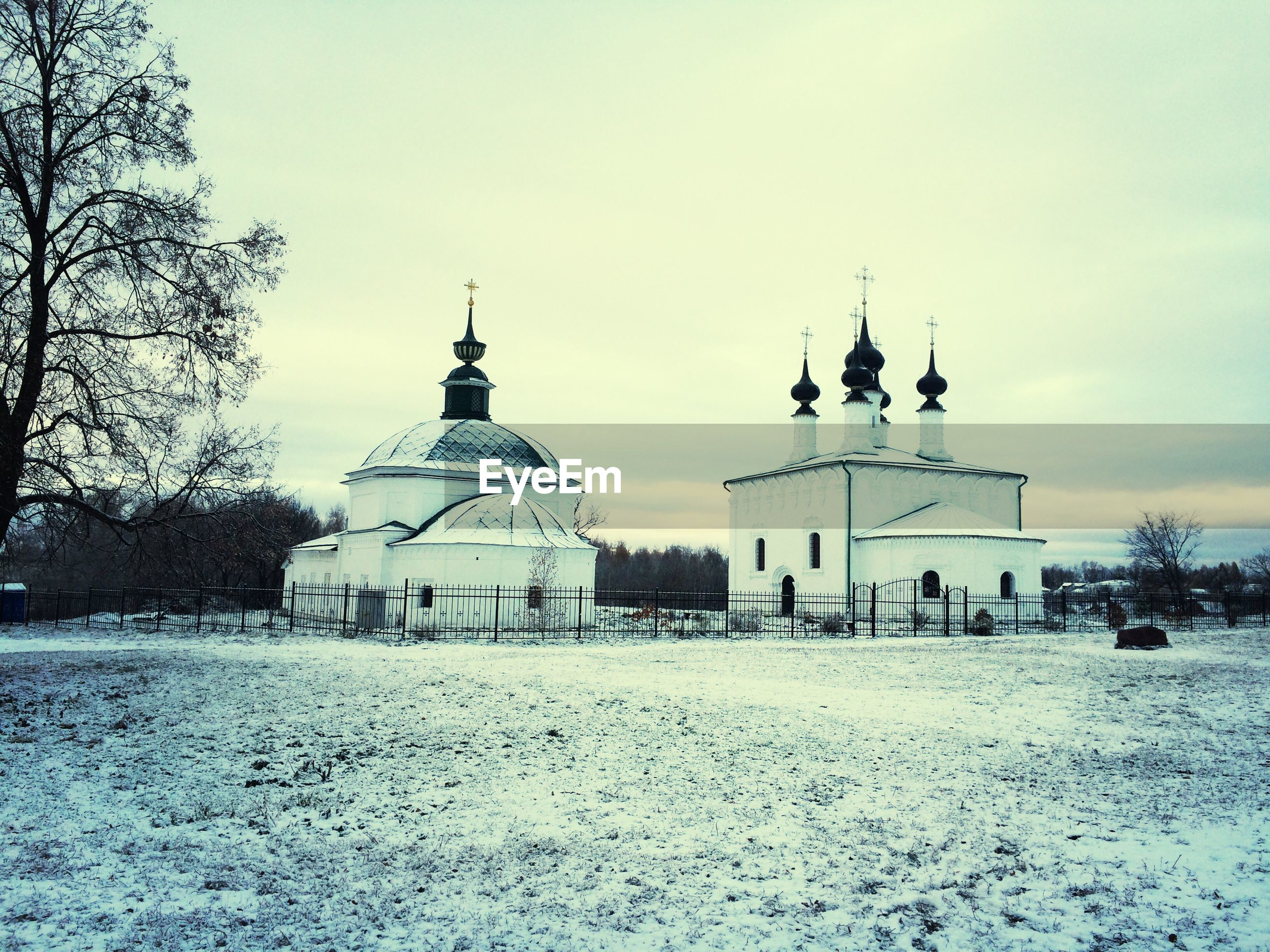 built structure, architecture, place of worship, religion, spirituality, building exterior, dome, church, winter, sky, snow, cold temperature, mosque, travel destinations, islam, famous place, white color, facade