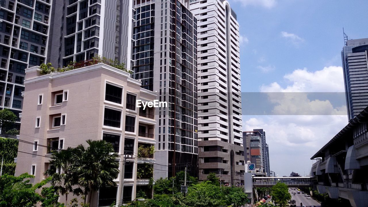 architecture, building exterior, city, built structure, skyscraper, modern, sky, cityscape, outdoors, day, residential building, tree, no people
