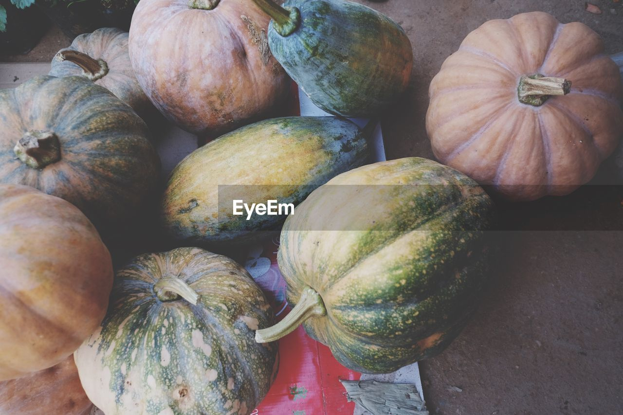 vegetable, pumpkin, food, food and drink, healthy eating, market, freshness, raw food, for sale, squash - vegetable, high angle view, no people, gourd, retail, halloween, day, outdoors, close-up