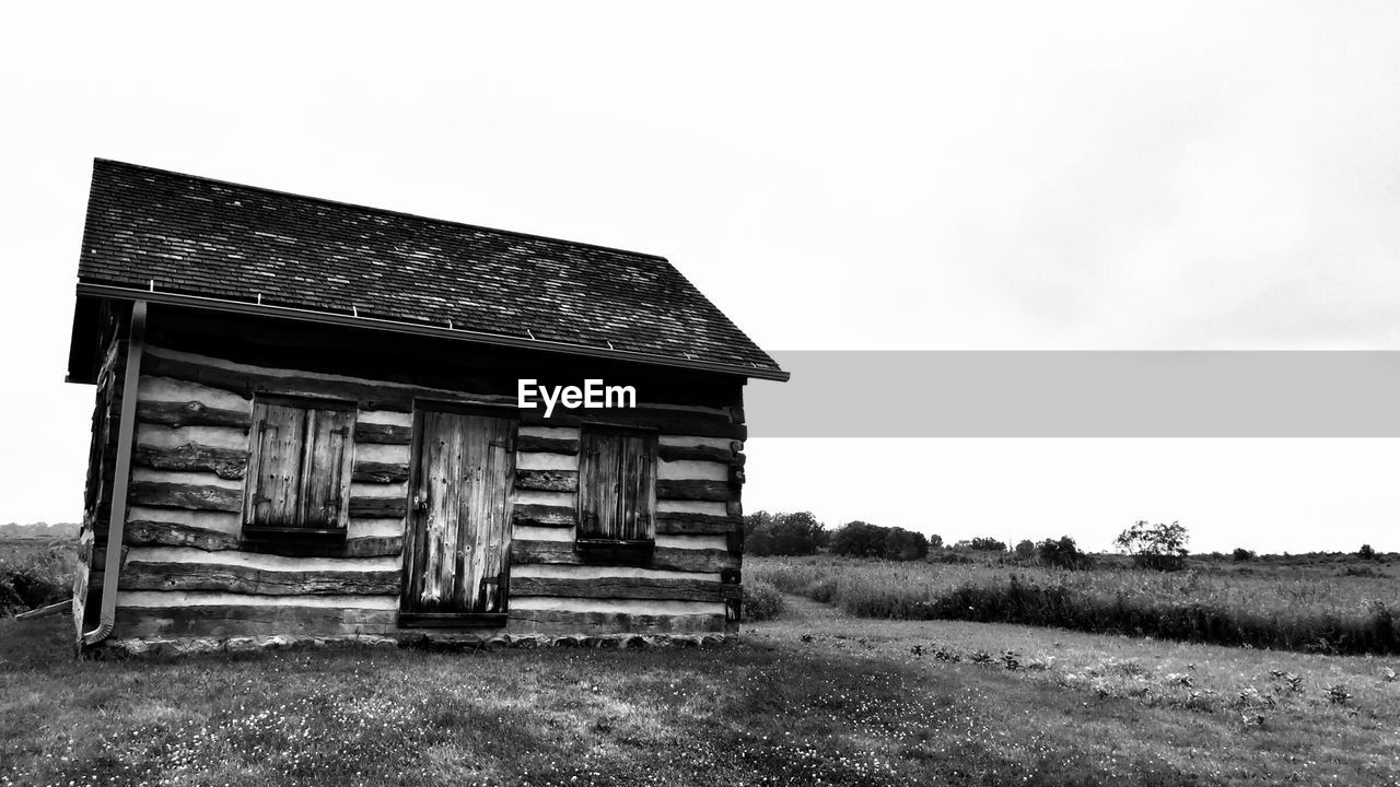 sky, architecture, built structure, building exterior, field, land, building, grass, abandoned, nature, day, old, no people, house, landscape, plant, obsolete, outdoors, rural scene, copy space, deterioration, cottage