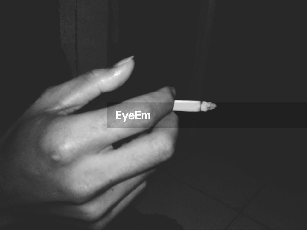 human hand, hand, human body part, one person, human finger, finger, indoors, real people, body part, close-up, social issues, holding, sign, warning sign, cigarette, communication, bad habit
