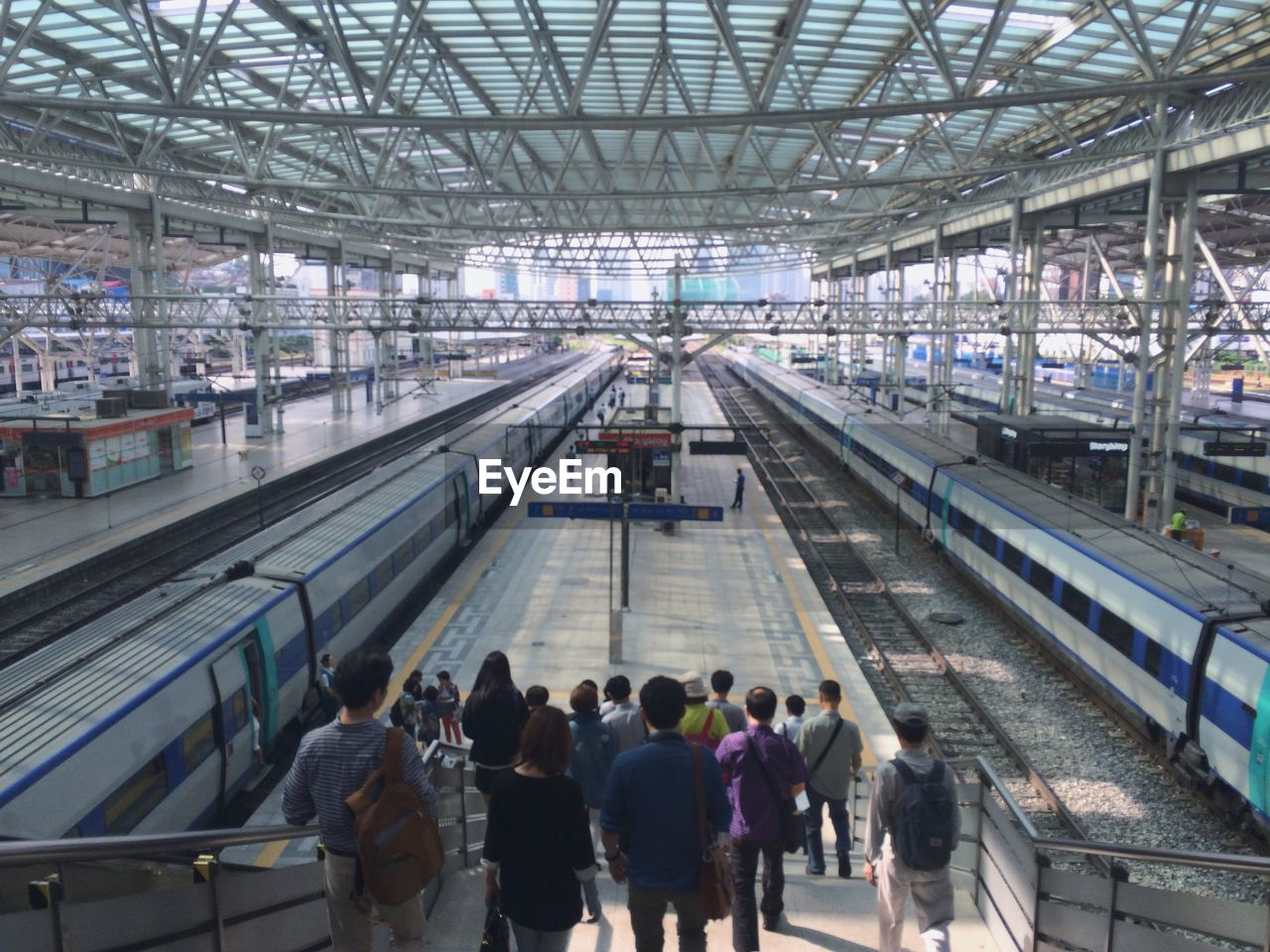 large group of people, transportation, men, women, public transportation, high angle view, real people, travel, indoors, railroad station platform, day, lifestyles, built structure, commuter, group of people, architecture, crowd, people, adult, adults only