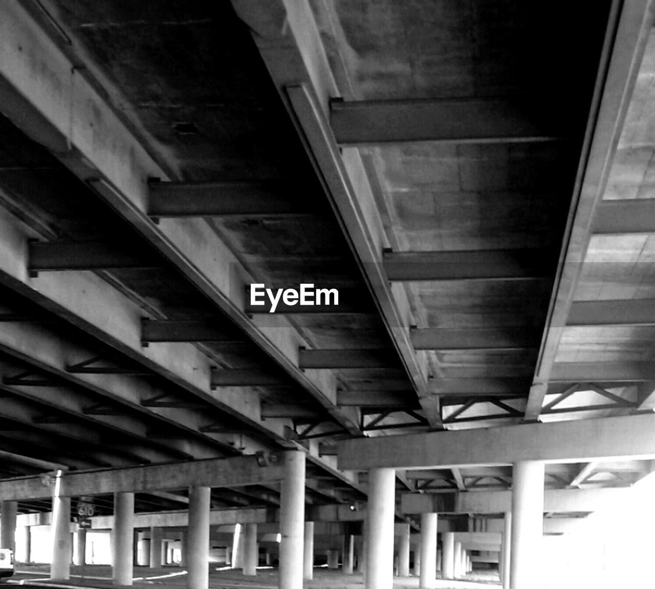 architecture, built structure, connection, bridge - man made structure, underneath, indoors, low angle view, ceiling, no people, architectural column, transportation, below, day, girder, parking garage