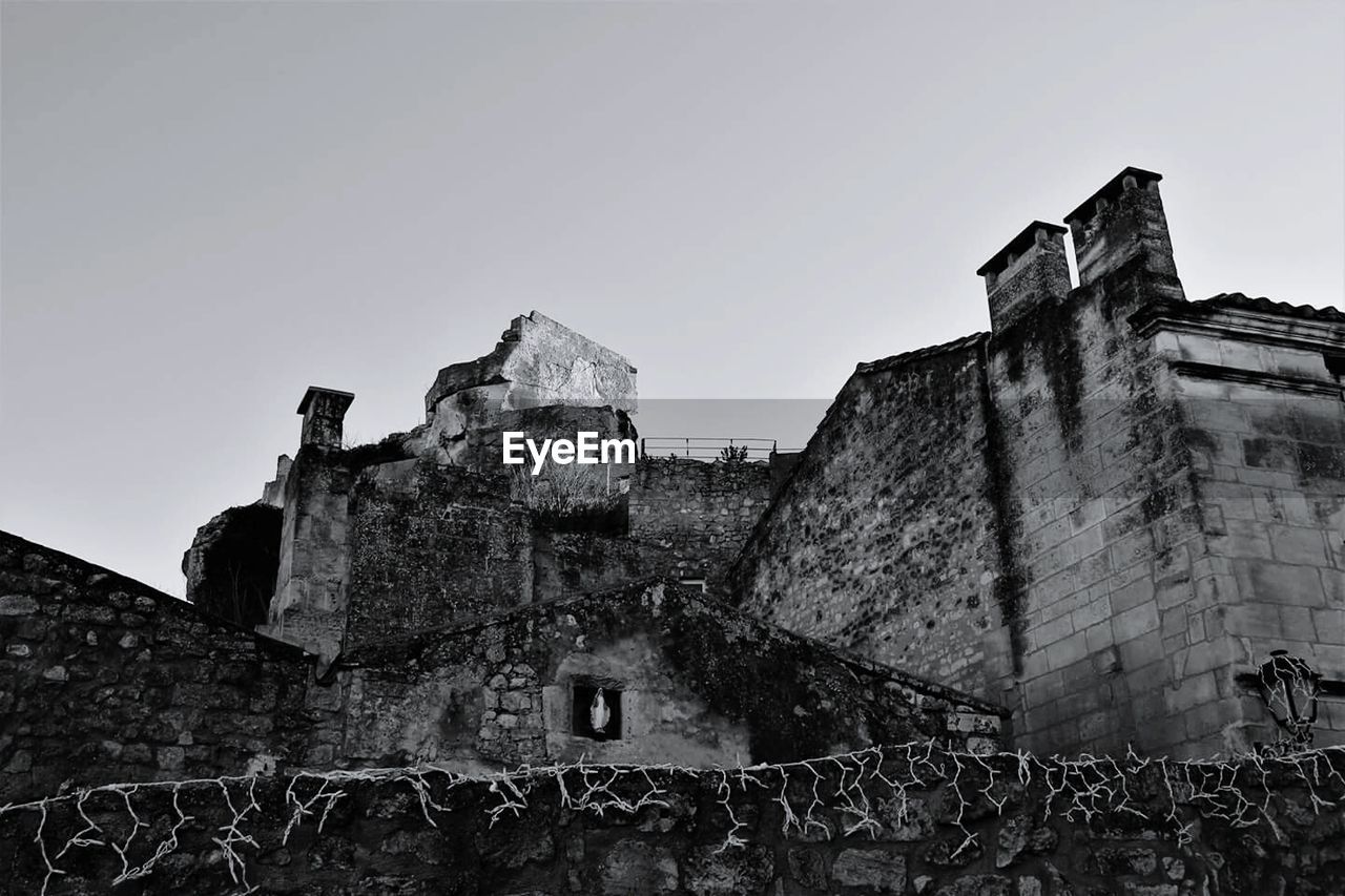 built structure, architecture, building exterior, low angle view, history, day, outdoors, no people, fort, clear sky, castle, sky