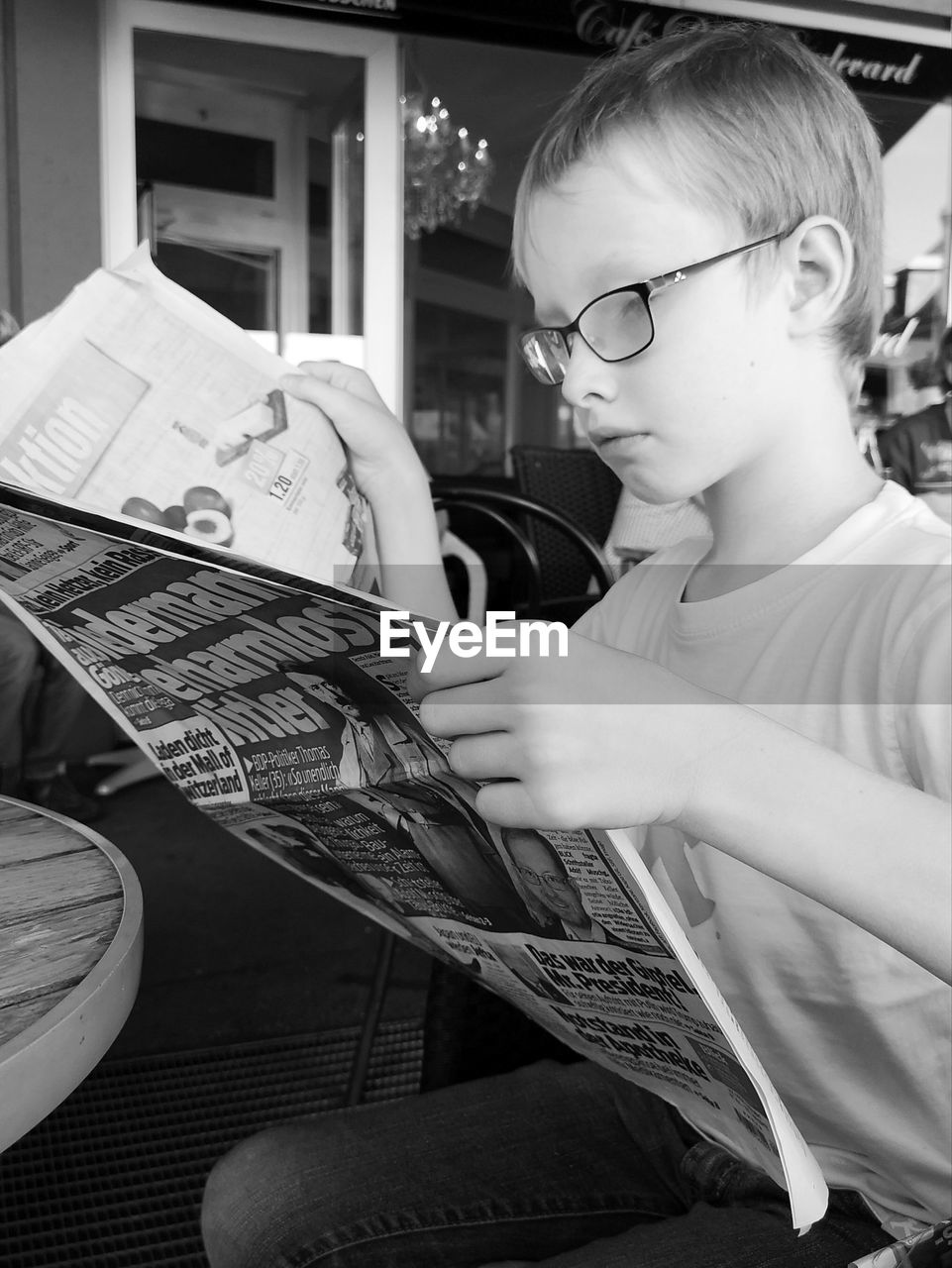 child, childhood, one person, real people, lifestyles, boys, leisure activity, glasses, males, men, holding, indoors, looking, casual clothing, eyeglasses, concentration, home interior, innocence