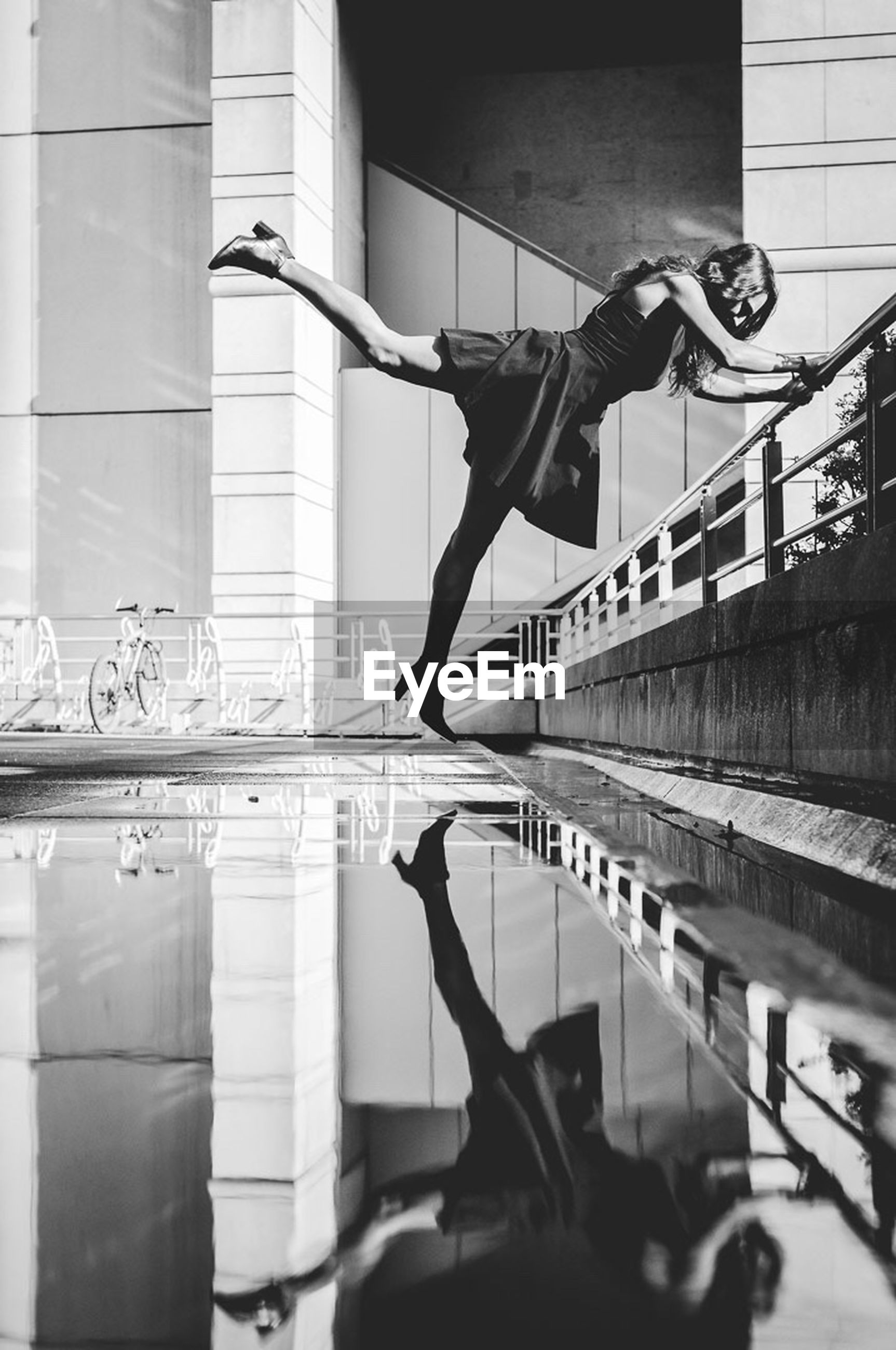 exercising, full length, real people, balance, indoors, strength, one person, lifestyles, healthy lifestyle, flexibility, skill, day, sports clothing, men, legs apart, architecture, gym, sport, young adult, athlete, people