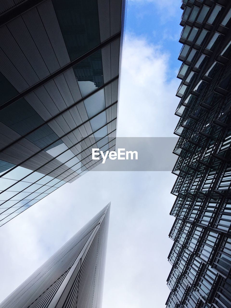 architecture, building exterior, built structure, low angle view, city, building, sky, modern, office building exterior, office, cloud - sky, tall - high, glass - material, skyscraper, no people, day, tower, nature, reflection, outdoors, directly below, glass, financial district